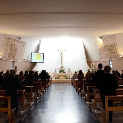 Interno della parrocchia Cristo Re dei padri gesuiti a Pescara