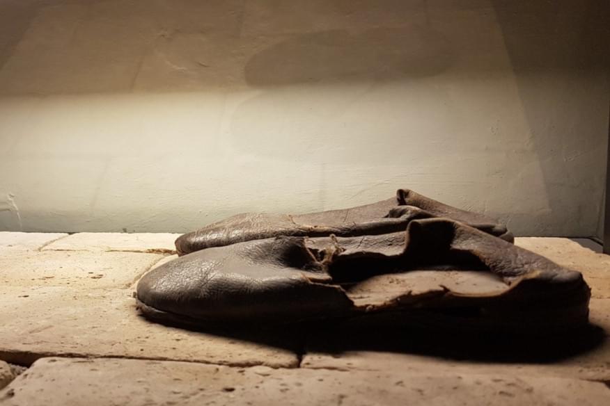 Le scarpe di Sant'Ignazio di Loyola, fondatore della Compagnia di Gesù (gesuiti)