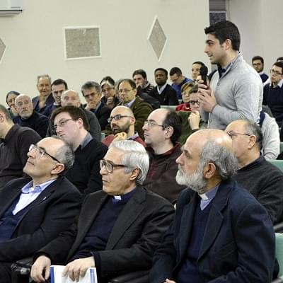 Un momento di un dibattito presso la Pontificia Facoltà Teologica dell'Italia Meridionale, Sezione San Luigi