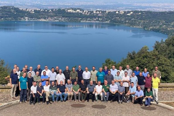 Foto di gruppo dei padri gesuiti che hanno partecipato alla prima Congregazione Provinciale della Provincia Euro-Mediterranea