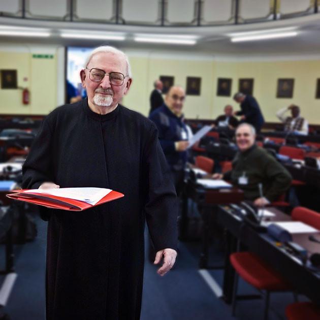 Il momento delle dimissioni di P. Hans Kolvenbach, durante la CG35