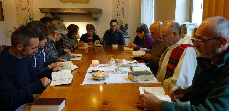 I padri gesuiti celebrano messa nella comunità di Villapizzone a Milano
