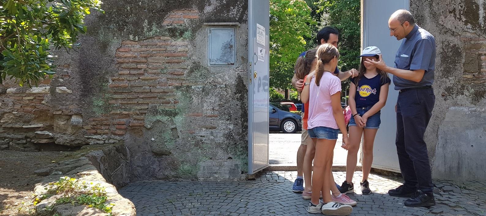 Il parroco incontra i giovani del quartiere - Parrocchia di san Saba a Roma